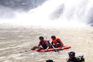 Tìm thấy 3 thanh niên chết đuối dưới thác làng Mèo
