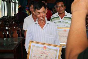 Khen thưởng 9 thuyền viên Tiền Giang cứu 22 ngư dân Philippines gặp nạn