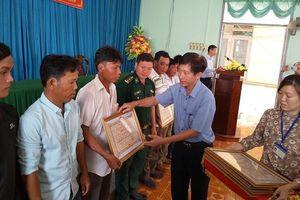 Tiền Giang: Khen thưởng 9 thuyền viên cứu 22 ngư dân Philippines gặp nạn
