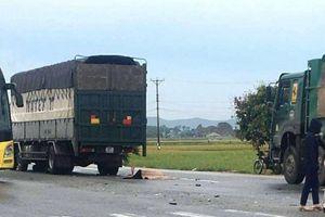 Xe tải cuốn xe máy vào gầm, 1 người tử vong