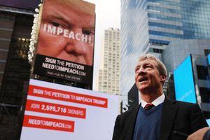 Với 1,6 tỷ USD, ứng cử viên Đảng Dân chủ có đủ sức hạ bệ ông Trump?