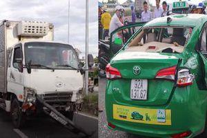 Taxi Mai Linh va chạm với ô tô tải, hành khách ngồi trong xe tử vong