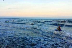 Bình Thuận: 4 nam thanh niên bị sóng cuốn mất tích khi đi tắm biển