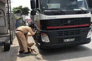 Tai nạn ở Tiền Giang: Ba người trong gia đình tử vong sau va chạm xe bồn