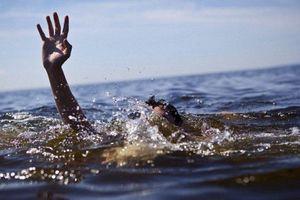 Nỗ lực tìm kiếm 4 du khách bị sóng cuốn mất tích khi tắm biển Phan Thiết