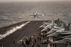Từ khoảng cách 1.000 km, siêu tàu sân bay Mỹ đe dọa Iran