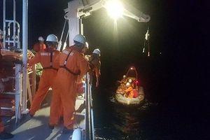 Cứu ngư dân bị hôn mê do tai nạn trên vùng biển phía Nam quần đảo Hoàng Sa
