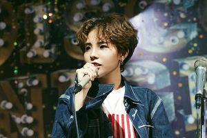 Clip: Vũ Cát Tường 'tập dượt' cùng fan, sẵn sàng 'khai hỏa' VCT Tour 2019
