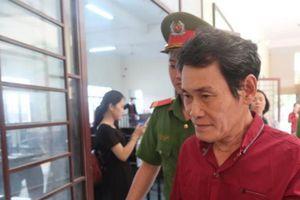 Người đàn ông 65 tuổi 'nựng' bé gái 7 tuổi trong hẻm vắng lãnh án tù