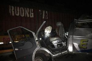 Hưng Yên: Xe container va chạm ô tô khách, nhiều người bị thương