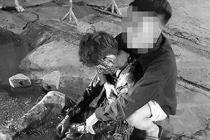 Bắc Giang: Nam thanh niên đang đi xe máy thì bị tấn công