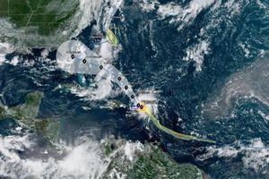 Bão Dorian có thể mạnh lên thành siêu bão cấp 3 - Bang Florida ban bố tình trạng khẩn cấp