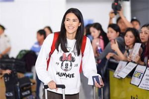 Đến Việt Nam, Hoa hậu Quốc tế 2018 mặc giản dị vẫn 'gây náo loạn' sân bay