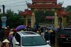 Vụ dân bao vây nhóm đối tượng đập phá cổng làng: Triệu tập 11 đối tượng