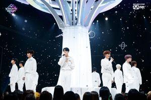 Khoảnh khắc tuột áo tạo nên lịch sử của Kim Woo Seok (X1), áp đảo trên sân khấu 'M Countdown'