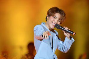 Khán giả bật khóc khi xem live show 'Dear Hanoi' của Vũ Cát Tường