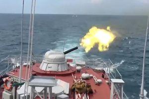 Cận cảnh tàu tuần tra Hải quân Việt Nam bắn đạn thật trên biển