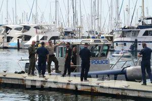 Mỹ điều tra vụ cháy tàu ngoài khơi đảo Santa Cruz