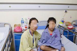 Hồi sinh 2 chân bị liệt cho bé gái mắc khối u hiểm ác, nhiều bệnh viện đã 'lắc đầu'