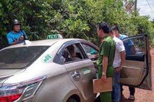 Mang súng AK lên đạn đe dọa, cướp taxi của hãng Tiên Sa