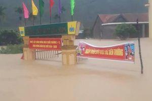 Hàng trăm trường học ở miền Trung không thể khai giảng vì mưa lũ