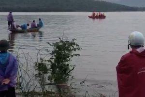 Lật thuyền lúc đi thả lưới đánh cá, 2 người tử vong