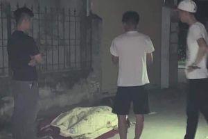 Làm rõ vụ nam thanh niên mang xe bò chở xác 'bạn nghiện' để ra đầu ngõ