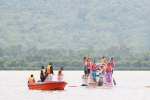 Liều mình đi thả lưới bắt cá trong mưa lũ, 2 anh em bị lật thuyền tử vong