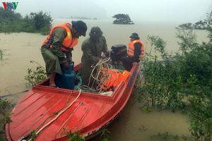 Đoàn công tác may mắn thoát chết sau khi lật ca nô ở Quảng Bình