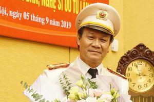 Bộ trưởng Bộ Công an tôn vinh ông Cấn 'Quỳnh búp bê' và 4 nghệ sĩ công an