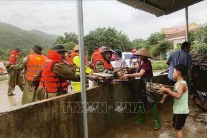 Ấm lòng người dân vùng lũ Quảng Bình