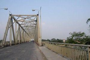 Phú Thọ: Phân luồng giao thông qua cầu Phong Châu để sửa chữa