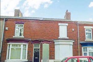 Nhà rẻ như cho: Bất ngờ với hai căn nhà lớn treo giá chỉ 1 bảng ở Anh