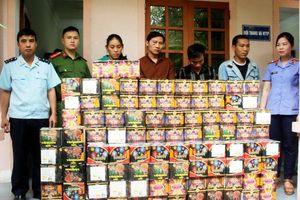 Bắt 6 kẻ dùng xe tải chở 3,5 tạ pháo nổ từ Lào về Việt Nam tiêu thụ