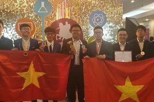 Đoàn học sinh Việt Nam giành 8 huy chương tại Olympic quốc tế ở Nga