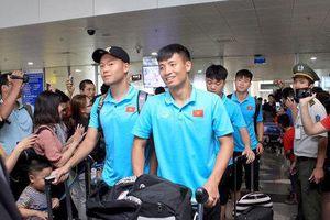 Hàng trăm fan hâm mộ ra sân bay đón Tuấn Anh, Xuân Trường