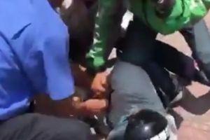 Tên cướp ngân hàng VietinBank ở Hà Nội bị người dân bắt trói