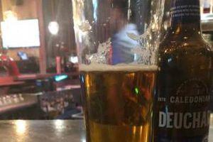 Kêu ly bia 6,76 USD, nam nhà báo 'tá hỏa' khi bị khách sạn tính tiền 67.689 USD
