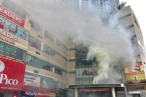 Giải cứu hàng trăm người dân thoát khỏi đám 'cháy' tại tòa nhà Mipec Long Biên