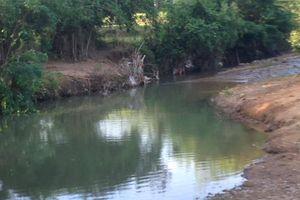 Hai anh em ruột 2 và 3 tuổi tử vong khi tắm suối