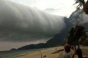 Đám mây 'tận thế' trải dài hàng trăm km khiến người dân hãi hùng