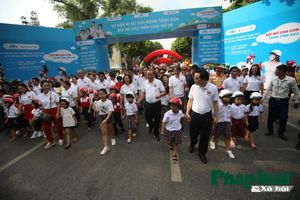 Phó Thủ tướng Trương Hòa Bình phát động cuộc vận động đội mũ bảo hiểm cho trẻ nhỏ