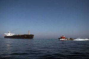 Iran bắt tàu 'buôn lậu' với 12 người Philippines ở eo biển Hormuz