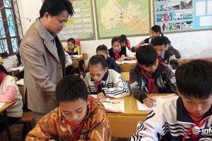 Thầy giáo xung phong đi 'biệt phái' cách nhà gần 100km