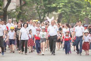 Hàng nghìn người tuần hành vận động toàn dân đội MBH cho trẻ em