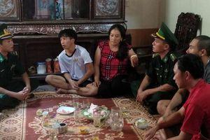 Vụ chìm tàu ở Quảng Bình: Thuyền viên đoàn tụ gia đình trong nước mắt