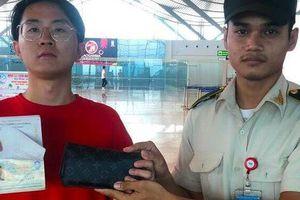 Nhân viên an ninh sân bay Cam Ranh trả gần 500 triệu đồng cho khách Trung Quốc