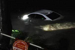Đồng Nai: 4 người trong ô tô được cứu khi bị cuốn trôi xuống suối Săn Máu