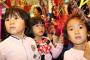 Tết Trung thu đầm ấm, đủ đầy của trẻ em Việt tại Séc