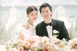 Sao 'Thiên long bát bộ' và chồng đại gia chụp ảnh cưới bên vách núi